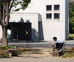 A mobile user using a laptop outside.